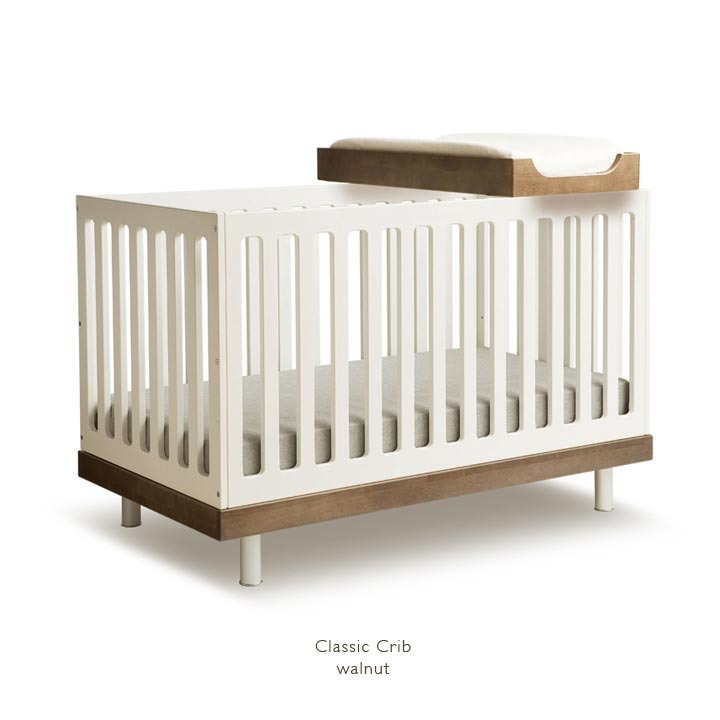 Oeuf classic crib in white and walnut with changer top