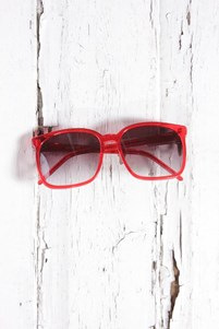 Red oversize vintage sunglasses