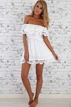 Düşük Omuzlu Beyaz Elbise
